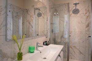 bagno camera allegri B&B Firenze